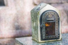 נר זיכרון בית קברות