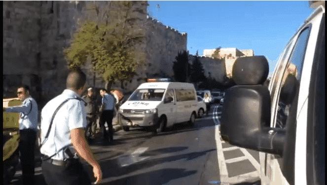 """השוטרת נותרה משותקת. זירת הפיגוע. צילום: דוברות מד""""א"""