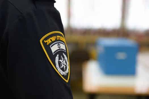 מה המחיר על לפיתת איבריו המוצנעים של שוטר?