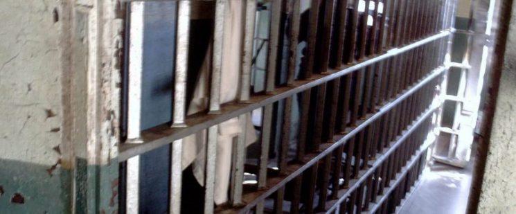 """מעצר לצרכי חקירה – ברירת מחדל או אמצעי לחץ פסול? טור דיעה, עו""""ד יעקב שקלאר"""