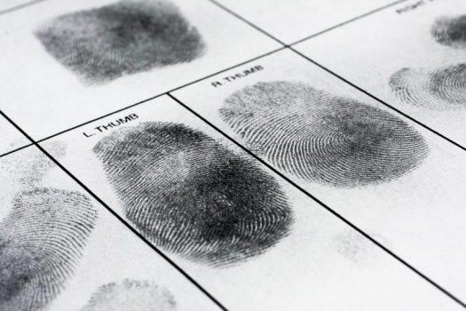 """ביהמ""""ש הורה להעביר לסנגור רשימת תיקים בהם לא הוגשו כתבי אישום בשל עבירות בחו""""ל"""