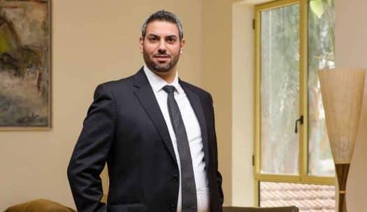 תושב בני ברק העומד לדין באשמת הברחת אקדחי הזנקה - כופר במיוחס לו בבית המשפט