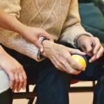 המתנה שהעניק הקשיש לפני מותו לעובדת הזרה תישאר ברשותה