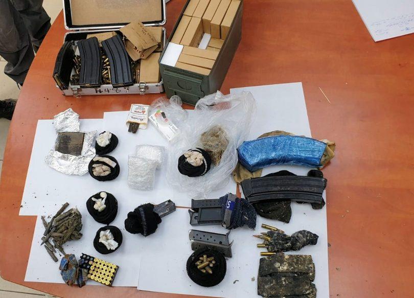 """רימון הלם, סמים ואמצעי לחימה נתפסו במבצע משטרתי בשכונת ס""""ח בלוד"""