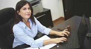 """עו""""ד ענת אשכנזי: המרצה לסטטיסטיקה שהפכה למומחית בתחום הנזיקין והביטוח"""