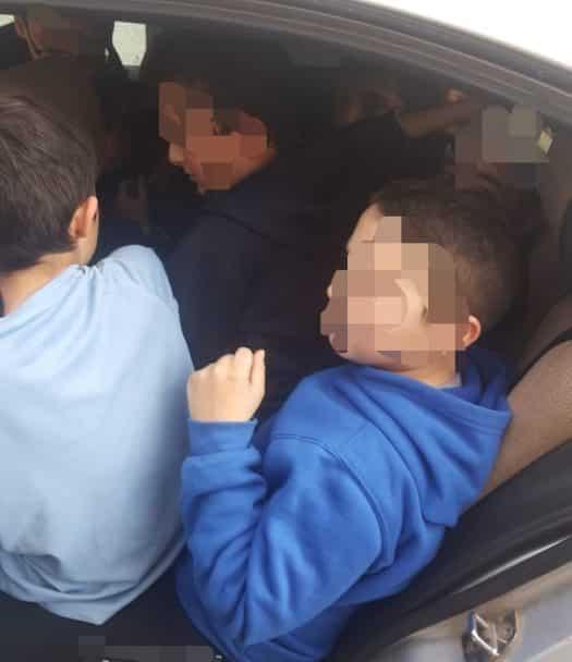 שאלת חשבון: כיצד מכניסים לכלי רכב ובו חמישה מקומות ישיבה 11 ילדים ועוד נהג?