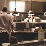 עשרות אלפי שקלים פיצויים לטבח שעבר התעמרות במסעדה והתפטר
