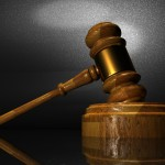 """התקבל הערעור אותו הגיש עו""""ד אמיר ברכה כנגד החלטת בית משפט השלום להשאיר במעצר גבר כבן 60 שהואשם בתקיפה של בנו וגרימת היזק לרכוש"""