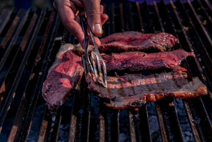 בשר על האש גריל