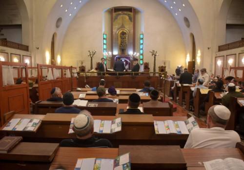 האם בית כנסת יכול להוציא צו מניעה למתפלל?
