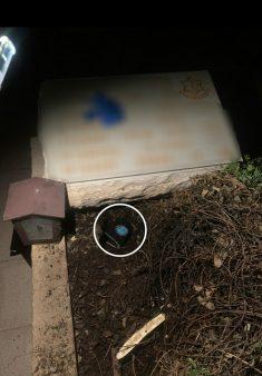 """השוטרים עצרו עבריין שהטמין סמים בקבר חלל צה""""ל גלמוד, וערכו אזכרה לחלל"""