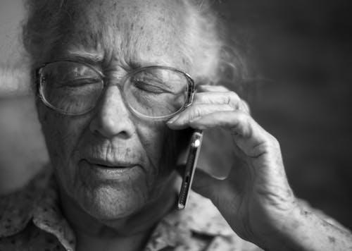 קשיש זקן טלפון