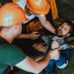 מאות אלפי שקלים פיצוי לעובד שנפלו עליו מארזי קרשים