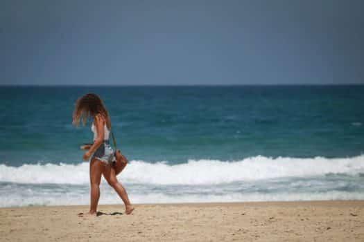 חוף הים רק לנופשים או גם למסעדות?