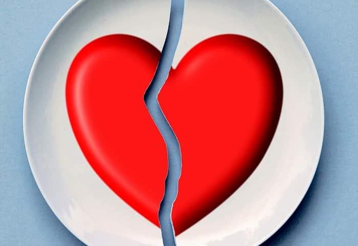 לב שבור על צלחת גירושין