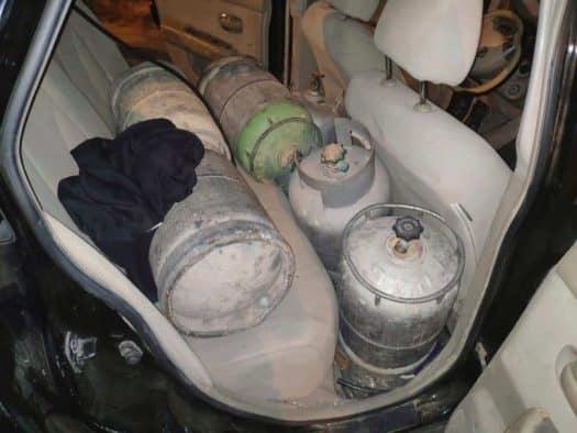 מכלי הגז שנמצאו בתוך הרכב. צילום: משרד האנרגיה
