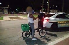 מעצרו של רוכב האופניים החשמליים. צילום: משטרת ישראל