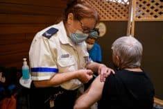 קורונה קשישים חיסון אחות