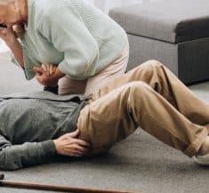 נפילה קשיש פציעה זקן בית אבות נזיקין