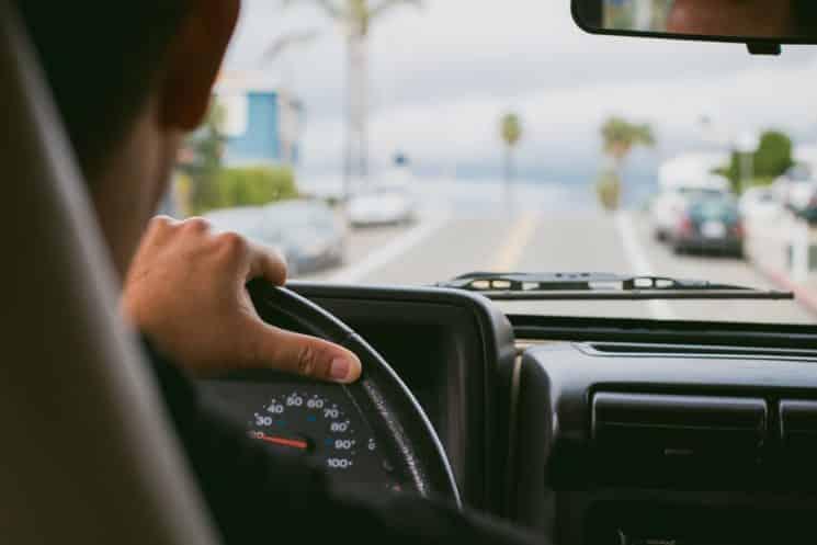 נוהג רישיון נהיגה נסיעה מכונית הגה