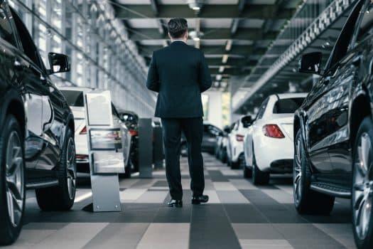 אולם תצוגה מכוניות רכבים ליסינג מכירת רכבים