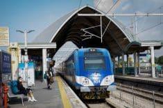 רכבת נכנסת לתחנה - רכבת ישראל