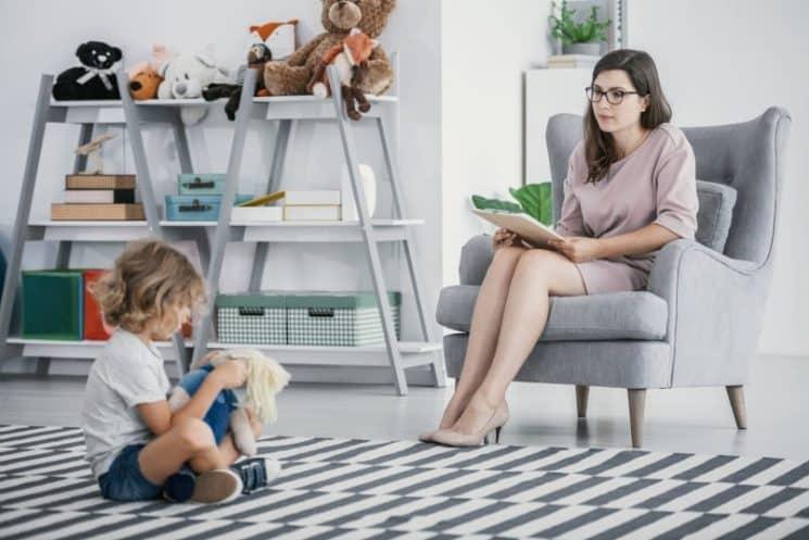 עובדת סוציאלית טיפול ילד פסיכולוג