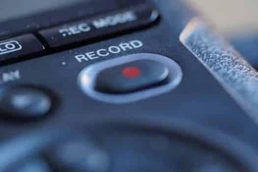רקורד הקלטה צילום תיעוד פודקאסט אולפן הקלטות