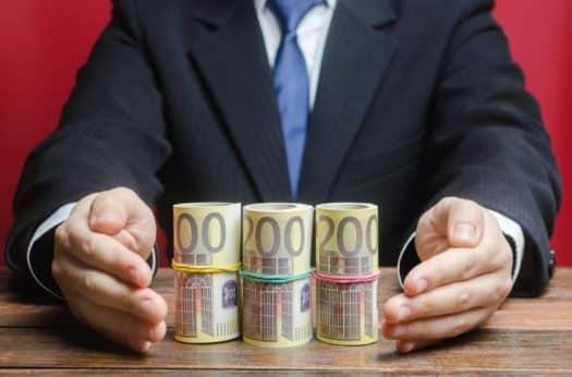 מימון המונים שיתוף מאבק ציבורי משקיע כסף עורך דין עם כסף משכורת