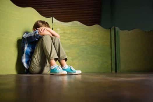 ילד עצוב תקיפה מינית אלימות תלמיד
