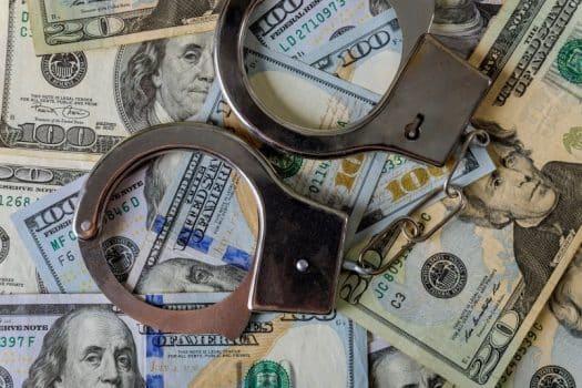 הלבנת הון מימון טרור שוחד כסף אזיקים צווארון לבן