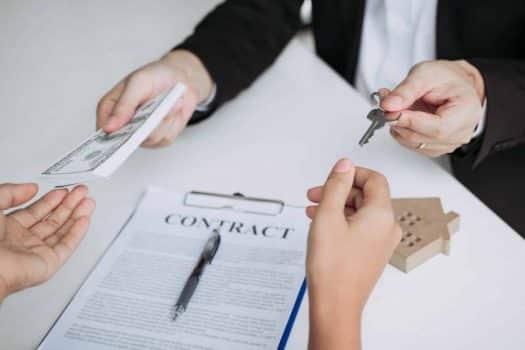 החוזה עם הדיירת בוטל כי היא ערבייה - האם זה חוקי?