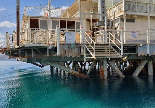 """המשרד להגנת הסביבה: """"הרפסודה הלבנה באילת פוגעת בחוף"""""""